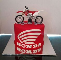 Motorcross Cake, Bolo Motocross, Motorcycle Cake, Motocross Girls, Motorcycle Birthday Parties, Dirt Bike Birthday, Race Car Birthday, Dirt Bike Wedding, Dirt Bike Party