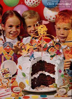 A County Fair party cake decorating idea - Click Americana Happy Birthday Vintage, Vintage Birthday Parties, Retro Party, Vintage Party, Vintage Cakes, Vintage Food, Vintage Birds, Retro Recipes, Vintage Recipes