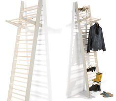 """""""Die Schuhgarderobe ZEUGWART ist ein Regal in Leiterform, die auf kleiner Standfläche die Unterbringung von maximal 26 Paar Schuhe ermöglicht. Ein mitgeliefertes Garderobenteil lässt sich bei zusät..."""