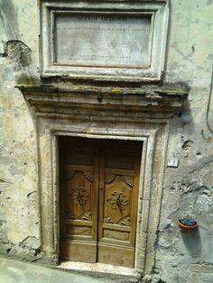 Old door in Sorano on a historical building beautiful #maremma