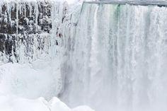 Escalader les chutes du Niagara gelées