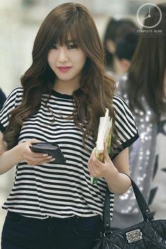 Stripes Tee Fashion of Snsd Tiffany Tiffany Girls, Snsd Tiffany, Tiffany Hwang, Yoona, Sooyoung, Snsd Fashion, Korea Fashion, Girl Fashion, Girls' Generation Tiffany