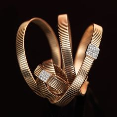 Pink gold and white diamonds ring. Pink gold and white diamonds bracelet. The design is associated to moving elements: apparent causality gives birth to trendy shapes.