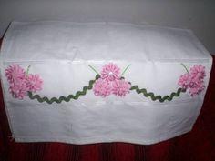 Pano de copa com aplicação de flor de sianinha R$ 15,00