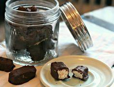 Sugar free Healthy Bounty Bars from i quit sugar Sugar Free Treats, Sugar Free Recipes, Raw Food Recipes, Raw Desserts, Paleo Dessert, Vegan Sweets, Healthy Sweets, Fructose Free, Healthy Sweet Treats