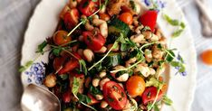 Tomato Basil Salad with White Beans & Bocconcini Tomato Basil Salad, Cooking Challenge, White Beans, Kung Pao Chicken, Guacamole, Salads, Healthy Eating, Ethnic Recipes, Food