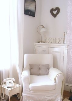Lia-San`s Atelier: English Shabby Chic Cottage Room, Home Living Room, Interior, Paint Colors For Living Room, Home Decor, Comfort Design, Shabby Chic Interiors, Vintage Living Room, Home And Living