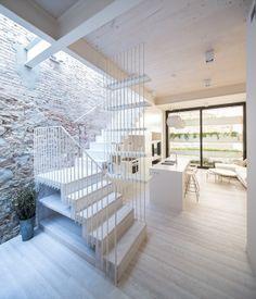Rehabilitació habitatge unifamiliar amb local comercial a Barcelona. Obra de TORRESBALDASANO Arquitectura.