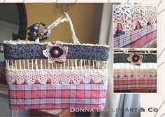 Customização em bolsa/ balaio feito de palha de milho, com tecidos e crochê.