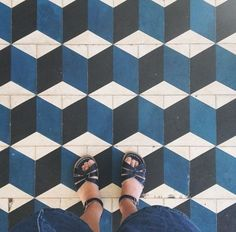 nice 34 Geometric Falling Block Tiles Design Ideas