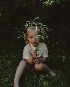 Kransar ~ så vackert 🌸💐💭 På midsommar var alla barnen klädda i krans, i varierande tid 😅 Det är något med just den där kransen som hör midsommar till, som kickstartar sommaren och hyllar allt blomstrer som hägrar under denna ljuvliga tid 🌿🍃 Crown, Baby, Corona, Baby Humor, Crowns, Infant, Babies, Crown Royal Bags, Babys