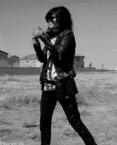 Alison Mosshart, making smoking sexy since her first drag