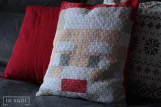 Minecraft Santa Claus crochet pillow #laliwhite #laiablanco #laliwhitethemakery #handmade #crochet #maker #minecraft #minecraftcrochet #santaclaus #christmas #navidad #papanoel #cojin #cojinminecraft