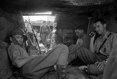 SPAÑA GUERRA CIVIL ESPAÑOLA: ZONA REPUBLICANA: USERA (MADRID), JUNIO 1937.- Puesto de transmisiones de la 21º Brigada Mixta al mando de el comandante Juan de Pablo Janssen., La defensa de la capital se convirtió en una larga guerra de trincheras que duraría hasta el final de la contienda. EFE/Juan Guzmán