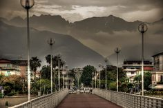 Le apuane dal pontile - Marina di Massa