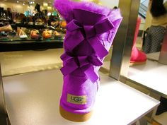 Toms Shoes OFF!> Purple uggs with bows Ugg Winter Boots, Snow Boots, Fur Boots, Ugg Boots Outfit, Ugg Shoes, Shoes Sneakers, Purple Uggs, Uggs With Bows, Ugg Boots Sale