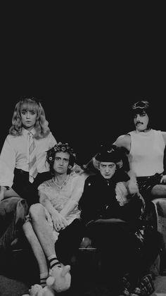 """Queen in their """"I Want To Break Free"""" outfits 😆 Queen Photos, Queen Pictures, Queens Wallpaper, Music Wallpaper, John Deacon, Save The Queen, I Am A Queen, Queen Queen, Rock Poster"""