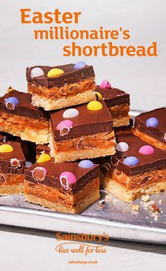 What's better than millionaire's shortbread? Easter millionaire's shortbread with micro eggs on top. Treat yourself to this crumbly shortbread topped with gooey caramel and dark chocolate. Desserts Ostern, Köstliche Desserts, Dessert Simple, Baking Recipes, Cake Recipes, Dessert Recipes, Yummy Treats, Sweet Treats, Easter Cupcakes