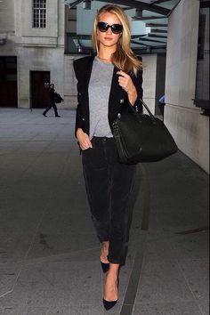 Rosie Huntington Whiteley 2013 fashion street style - Balmain blazer with louboutin pumps Fashion Mode, Work Fashion, Fashion Looks, Womens Fashion, Fashion Trends, Street Fashion, Chic Chic, Casual Chic, Mode Outfits
