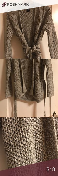 GAP Grey & White Knitted Sweater w Belt Worn once! Grey & White Knitted Sweater w Belt Worn once! Light weight enough for spring and fall seasons. Belt gives it a more feminine look. Great way to accentuate curves! GAP Sweaters