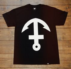 Inverted Anchor Cross Tee