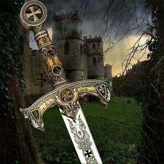 Brotherhood of Men Knights Templar History, Viking Queen, Warriors Pictures, Crusader Knight, Christian Warrior, Cool Swords, Sword Design, Knight In Shining Armor, Warrior Queen