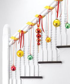 Awesome Christmas Stairs Decoration Ideas 20 – Home Design Christmas Stairs Decorations, Christmas Staircase, Holiday Decorations, All Things Christmas, Winter Christmas, Christmas Holidays, Simple Christmas, Natural Christmas, Christmas Ornaments