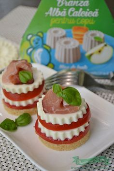 Mini cheesecake cu rosii si miez de lapte retete aparitive.Cum se fac aparitivele din miez de lapte.Aperitive din miez de lapte, rosii si prosciutto.Aperitive festive
