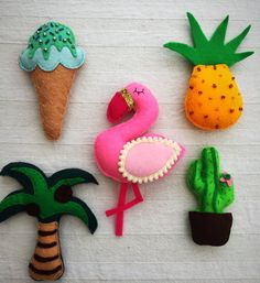 This is a handmade felt garland/bunting featuring a Flamingo, Palm tree, ice cream, cactus and pineapple. Your Garland will come on a 1.5 meter line - but if you require a specific length please let be know. Your garland will come on Pom Pom trim as you can see in the picture, I will choose a colour that goes best with the piece but if you have a preference please let me know, most colours are available. If you have any preferences on colours of each unit, please let me know and Ill do my…