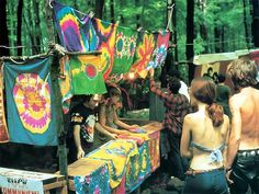Woodstock 1969 - woodstock story, A large amount of information on the woodstock 1969 festival including photos, videos, and stories of… 1969 Woodstock, Festival Woodstock, Woodstock Hippies, Woodstock Music, Woodstock Concert, Hippie Man, Hippie Vibes, Happy Hippie, Hippie Love
