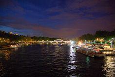 ParisDailyPhoto: Cool night shot