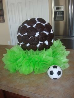 DIY Soccer cake by leola Soccer Theme Parties, Soccer Party, Sport Cakes, Soccer Cakes, Soccer Treats, Soccer Baby Showers, Cakes For Boys, Boy Cakes, Dad Cake