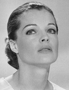 Picture of Romy Schneider Romy Schneider, Jeanne Moreau, Classic Hollywood, Old Hollywood, Hollywood Divas, Gilles Caron, Sophie Marceau, Actrices Hollywood, Alain Delon