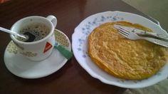 Pequeno almoço: Um café grande com Ovo frito (1 gema e 4 claras)