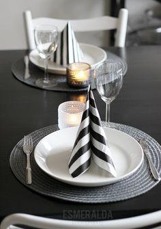 Decoración sencilla en blanco y negro para reuniones empresariales. Solicitala con los colores de tu empresa, con Cecilia Moya Eventos