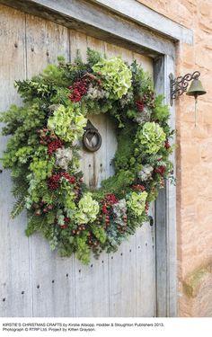 Weihnachtskranz-Hodder – & – Stoughton-RTRP-Ltd - Noel dekoration Christmas Wreaths To Make, Christmas Flowers, Holiday Wreaths, Winter Christmas, Christmas Crafts, Christmas Decorations, Rustic Christmas, Winter Wreaths, Spring Wreaths