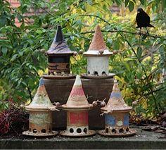 Vogelfutterhäuser in verschiedenen Farben. ø ca 16cm, Höhe ca. 26cm