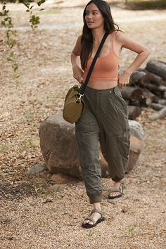 Cute Camping Outfits, Cute Hiking Outfit, Summer Hiking Outfit, Camping Outfits For Women Summer, Outdoorsy Style, Cute Japanese Girl, Pants For Women, Clothes For Women, Athletic Pants