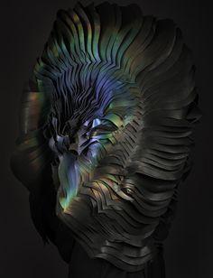 Evolutive Organic Materials by Unseen Lauren Bowker a fondé le studio The Unseen, spécialisé dans la recherche expérimentale de matériaux textiles. Pour ce projet nommé Air, le studio s'est axé sur l'iridescence naturelle et a apprivoisé ses incroyables palettes de couleurs changeantes en l'appliquant à une sculpture organique portée par un mannequin.