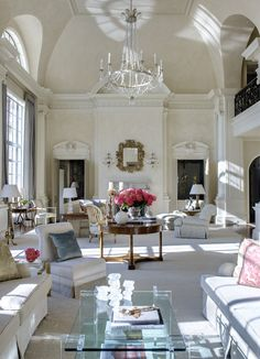 Atlanta architecture firm Spitzmiller & Norris and interior designer Suzanne Kasler create a beautiful neo-classical living room with italiante details