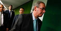 """Protesto """"Fora, Cunha"""" interrompe entrevista do presidente da Câmara"""