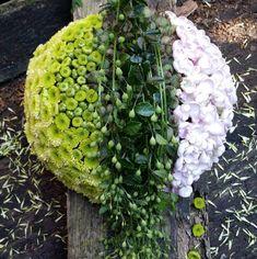 Artist Tina Kjær - My site Grave Decorations, Flower Decorations, Flower Art Images, Funeral Sprays, Flower Arrangements Simple, Sympathy Flowers, Hanging Flowers, Funeral Flowers, Arte Floral