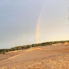 Never seen anything like it! Rainbow at sunset 🌅 🌈 #travelblogger #travelphotography #blogginggals    #Regram via @katielewla