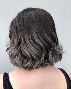 20 Short Ombre Hair Color Ideas to Try in There are endless short ombre ha. 20 Short Ombre H Black Hair Ombre, Ombre Curly Hair, Best Ombre Hair, Ombre Hair Color, Blonde Ombre, Curly Hair Styles, Hair Colour, Gray Ombre, Dye Hair