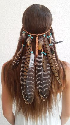 This boho gypsy feather headdress from Diesel Boutique is simply stunning! We love how they used feathers of different lengths and added the small turquoise accents.