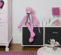 Cuddle Up With This Knitted Pink Panther Soft Toy. This knitted soft toy gives unlimited free hugs anytime of the day. Access the FREE pattern here . Knitting Patterns Free, Free Knitting, Baby Knitting, Free Pattern, Knit Patterns, Knitting Toys, Vintage Knitting, Knitting Ideas, Knitting Projects