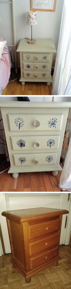 Mesilla de dormitorio pintada a la tiza y decorada con diseños de diente de león pintados con acrílico