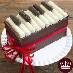 Um PIANO DE CHOCOLATE (Kit Kat) recheado com docinhos é uma ótima pedida para sua festa!