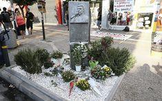 Pavlos Fissas Σε εξέλιξη η συγκέντρωση για τα πέντε χρόνια από τη δολοφονία του Παύλου Φύσσα (φωτογραφίες) | Ελλάδα | Η ΚΑΘΗΜΕΡΙΝΗ Sidewalk, Side Walkway, Walkway, Walkways, Pavement