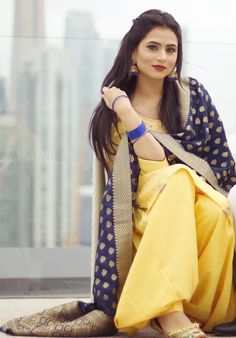 Tainu v jatta pyaar ho jave . ❤️🙈 Suit n jhumki - MUA - Pc - Patiala Suit Designs, Patiala Salwar Suits, Salwar Suits Party Wear, Churidar, Punjabi Girls, Punjabi Dress, Punjabi Couple, Designer Punjabi Suits, Indian Designer Wear
